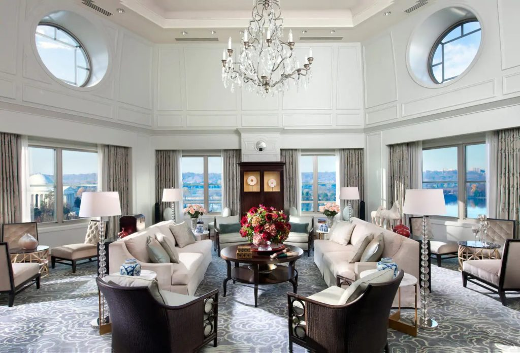 washington-suite-presidential-suite-living-room-01-min